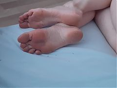 Big dirty feet, long toes